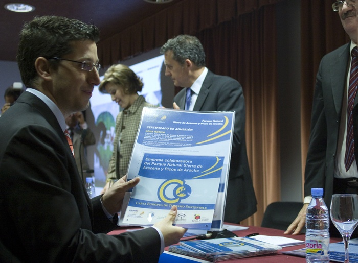 Juanjo recibiendo la Carta Europea de Turismo Sostenible